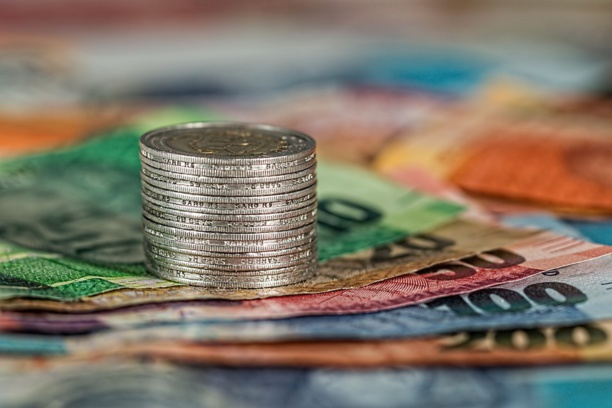 Cashless economy in Europe: whom does it benefit?
